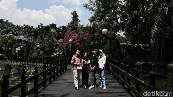Sebelumnya, Menteri Pariwisata dan Ekonomi Kreatif (Menparekraf) Sandiaga Uno mengajak 50 tenaga kesehatan (nakes) berwisata singkat di Taman Impian Jaya Ancol.