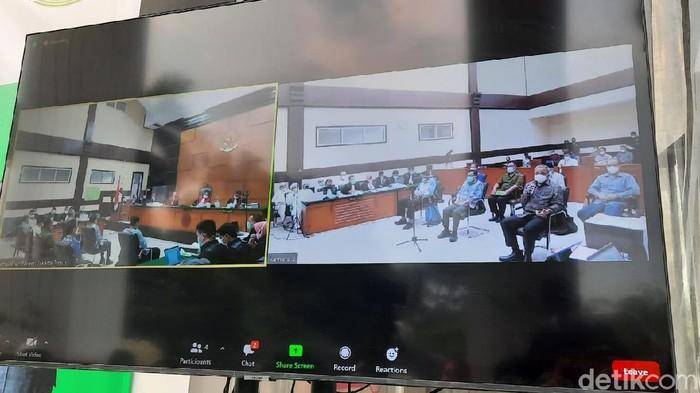Sidang lanjutan Habib Rizieq dalam kasus kerumunan di Petamburan dan Megamendung yang digelar di PN Jaktim (Dwi Andayani/detikcom)