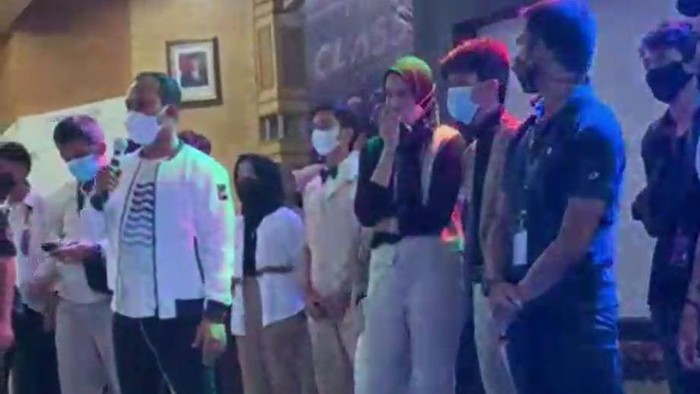 Sebanyak 40 orang diperiksa terkait acara dugem sekelompok pelajar SMA di aula kantor Bupati Tanjung Jabung Barat, Jambi. Polisi juga sudah menetapkan penyelenggara acara sebagai tersangka.