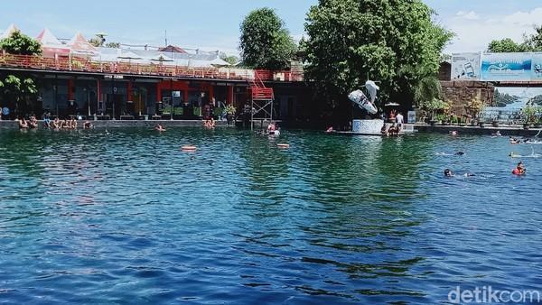 Pantauan detikcom di beberapa objek wisata air di Klaten, masih saja ada pengunjung tidak mengenakan masker. Di awal pekan ini, pengunjung memang memadati Umbul Ponggok dan Umbul Pelem. Peningkatan mencapai 300% atau sekitar 1.600 orang. (Ahmad Syauqi/detikTravel)