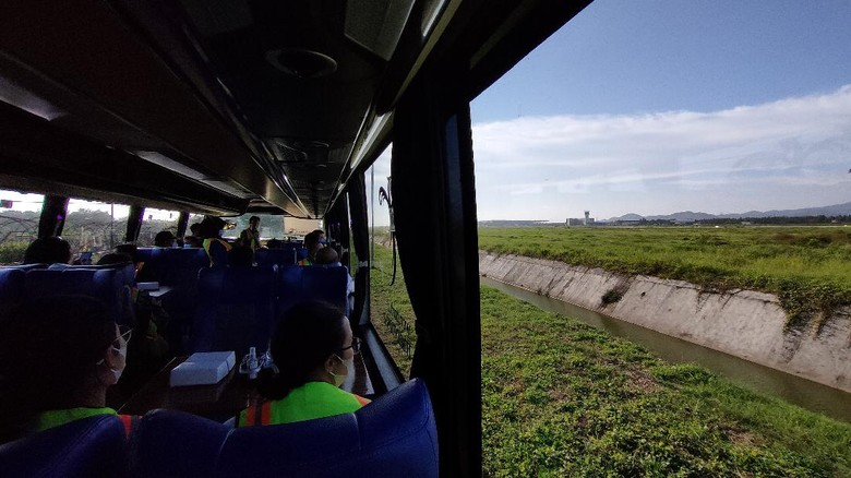 Bandara Internasional Yogyakarta atau Yogyakarta Internasional Airport (YIA) di Kulon Progo, Daerah Istimewa Yogyakarta (DIY) kini membuka layanan tur wisata keliling bandara.