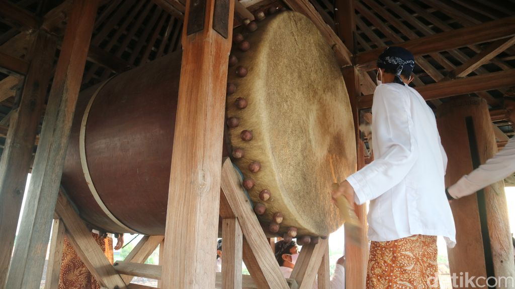 Tradisi Tabuh Beduk Blandrangan di Menara Kudus