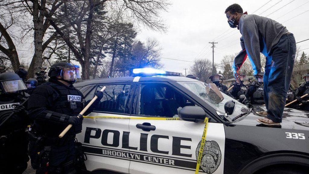 Polisi AS Tembak Mati Pria Kulit Hitam di Jalanan, Warga Mengamuk