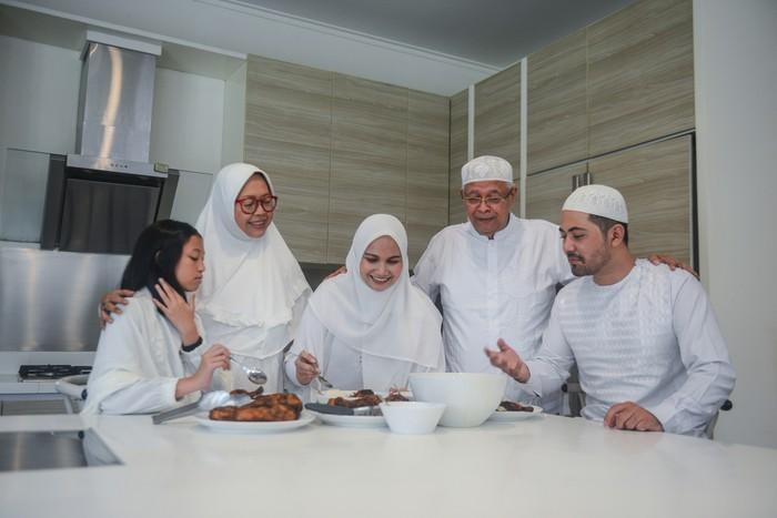 Multi generation Asian muslim family gathered for Hari Raya Puasa or Eid-Fitr