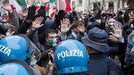 Ada Jemuran Celana Dalam di Aksi Protes Lockdown Corona Italia