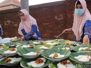 Awal Ramadhan Intip Ketan dan Puli Kotokan Disajikan di Kompleks Menara Kudus