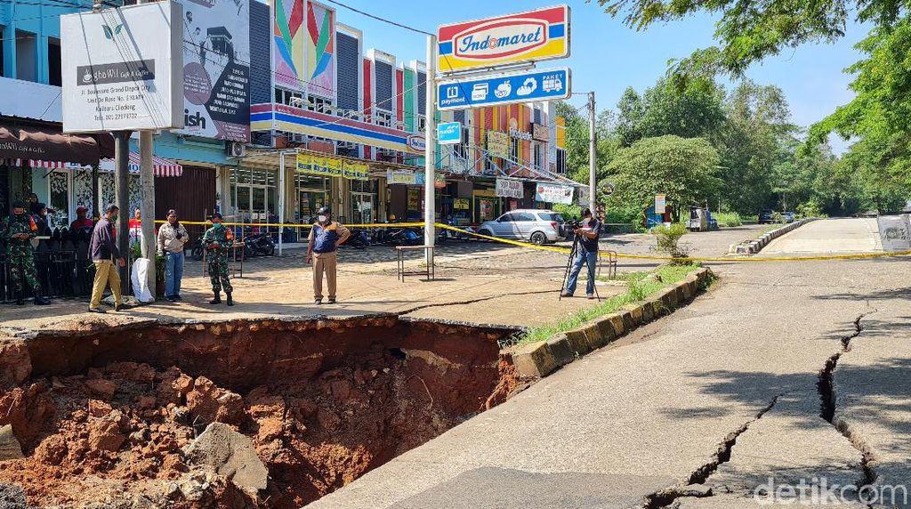 Tunggu Lelang, Perbaikan Jalan Amblas di Grand Depok City 2 Bulan Lagi
