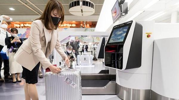 Kehadiran teknologi pengenalan wajah ini pun diharapkan dapat mempercepat proses boarding serta meminimalkan kontak langsung maupun sentuhan yang melibatkan staf bandara maupun penumpang sehingga dinilai dapat mengantisipasi penyebaran virus Corona.