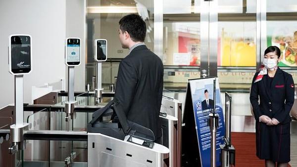 Sementara itu, di Bandara Haneda, teknologi pengenalan wajah ini akan digunakan oleh semua maskapai penerbangan dengan rute internasional.