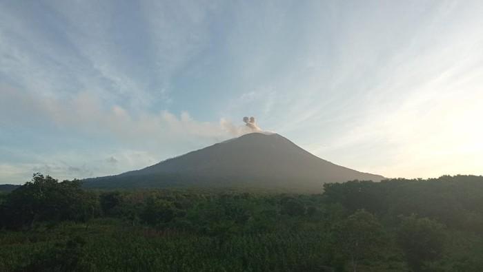 Gunung Ile Lewotolok, NTT erupsi