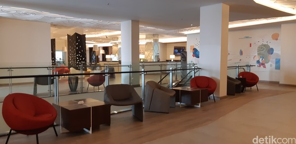 Area lobbynya sangat nyaman dengan pojok-pojok mural untuk tempat foto-foto.