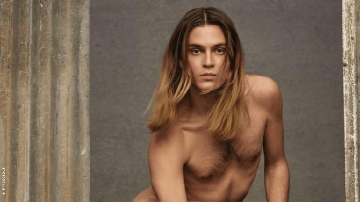 Iklan Valentino menampilkan pria telanjang dikritik.