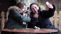 Inggris Longgarkan Lockdown, Restoran hingga Kebun Binatang Kembali Buka