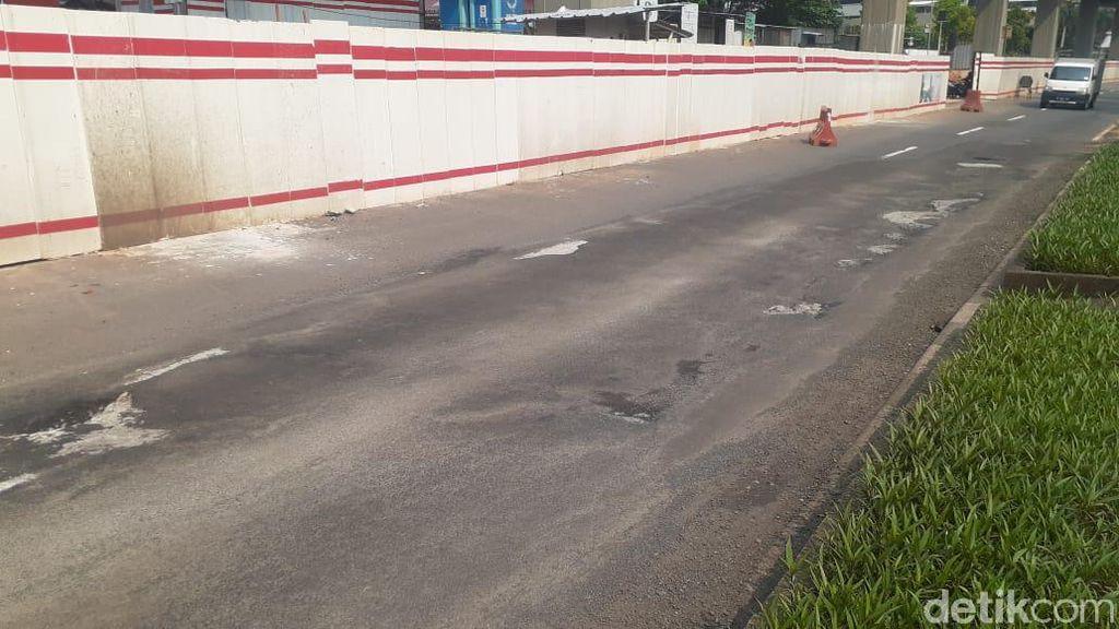 Tolong! Jl HR Rasuna Said Dekat Halte Setiabudi Utara Jaksel Rusak