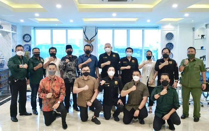 Ketua MPR RI sekaligus Ketua Umum Perkumpulan Pemilik Izin Khusus Senjata Api Bela Diri (PERIKHSA) Bambang Soesatyo mengajak para pemilik izin bergabung dalam naungan PERIKHSA.