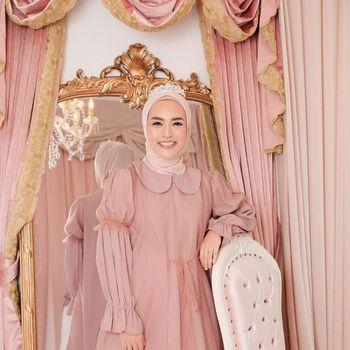 Koleksi busana warna pastel dari Vanilla Hijab.
