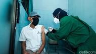 Lansia Tetap Jalani Vaksinasi COVID-19 Saat Puasa