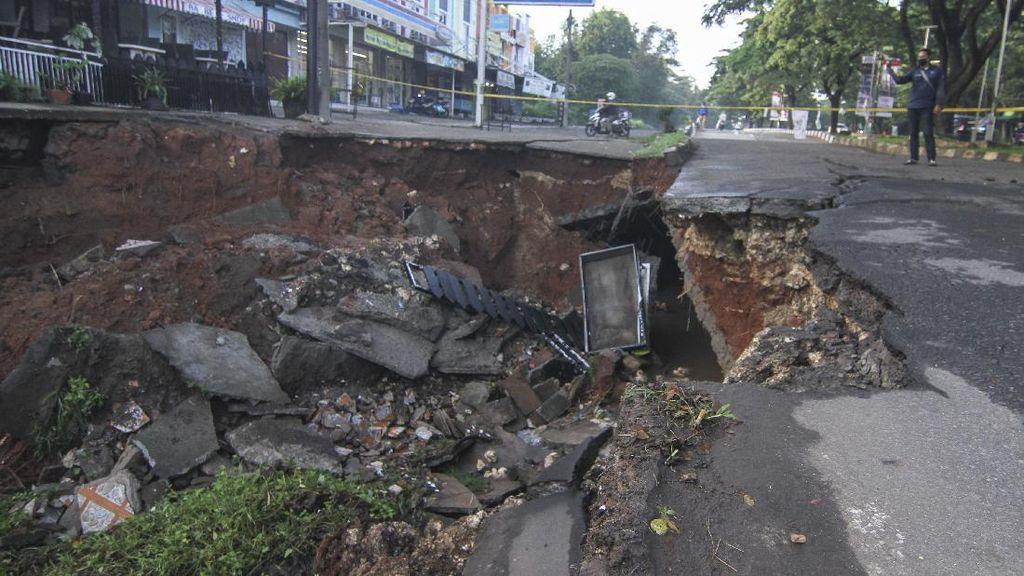 Perbaikan Jalan GDC Depok Tunggu 2 Bulan, Di Surabaya-Jepang Hitungan Hari
