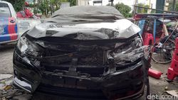Tabrakan 2 Mobil dan 5 Motor Terjadi di Simpang Kyai Mojo Yogya