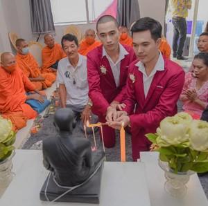 Pernikahan Gay Thailand Dihujat Netizen Indonesia, Ini Kata Sang Pengantin