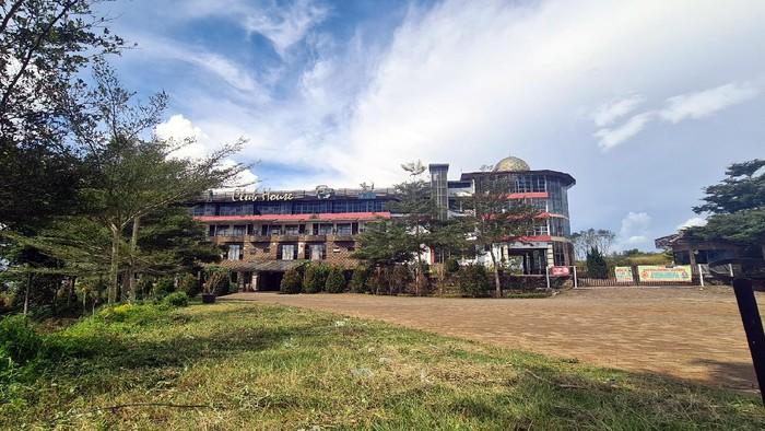 Penampakan vila dan bangunan terbengkalai di Lokasi proyek Bukit Algoritma