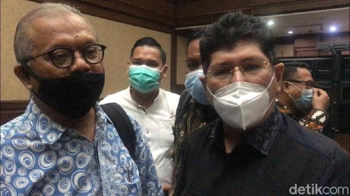 Pengacara PD, Abdul Fickar (kiri) dan Mehbob (kanan)