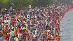 Ritual Kumbh Mela di Sungai Gangga, India Catat Rekor Kasus Covid-19