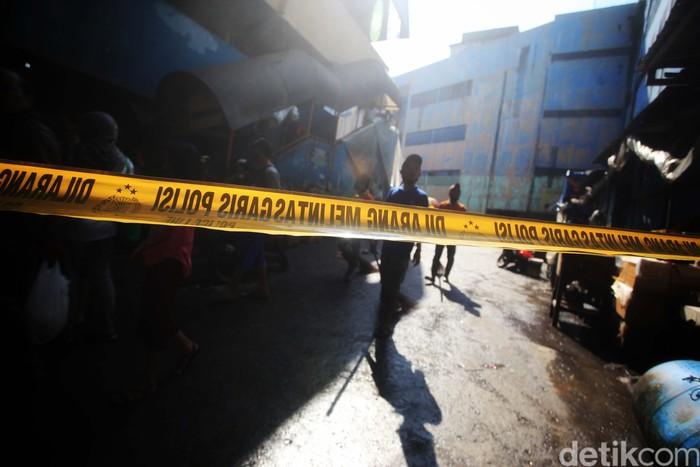 Ratusan kios di Pasar Inpres, Pasar Minggu, Jakarta Selatan, ludes terbakar pada Senin (12/4) malam. Para pedagang pun tertegun melihat kondisi kiosnya usai kebakaran.