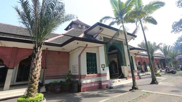 Tak hanya menjadi bangunan cagar budaya, Masjid Besar Cipaganti hingga kini masih menjadi salah satu pusat syiar agama Islam di kawasan Bandung. Dok. Syahda Musthafa/Humas.Bandung.go.id.