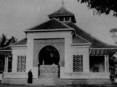 Foto: Masjid Besar Cipaganti, Masjid Tua yang Dirancang Arsitek Belanda