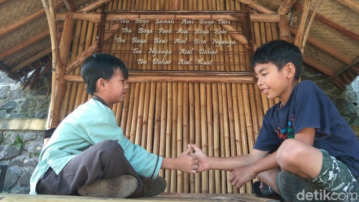 Potret toleransi warga muslim dan Sunda Wiwitan di Kampung Adat Cirendeu
