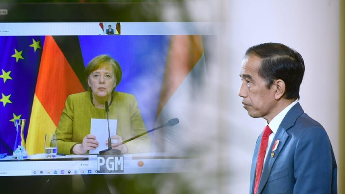 Presiden Joko Widodo melakukan pertemuan bilateral dengan Kanselir Jerman Angela Merkel secara virtual di Istana Bogor