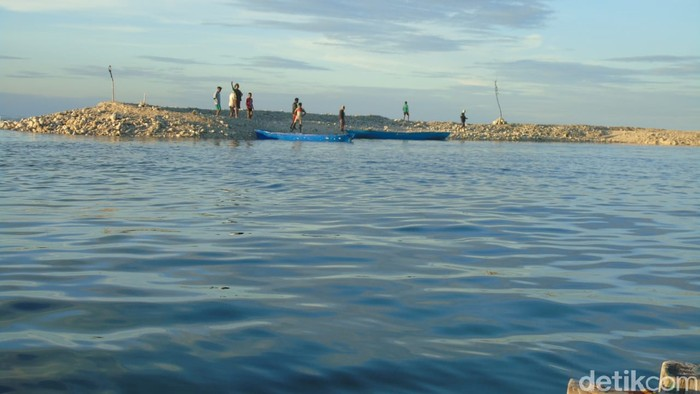 Pulau kecil muncul di perairan Kabupaten Rote Ndao NTT usai terjadi badai dampak kelahiran Siklon Tropis Seroja (dok Camat Loahulu)