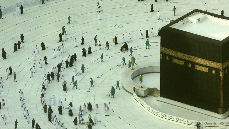 Muslim pilgrims pray around the Kaaba, the cubic building at the Grand Mosque, as they keep social distancing during the minor pilgrimage, known as Umrah, marking the holy month of Ramadan, in the Muslim holy city of Mecca, Saudi Arabia, Monday, April 12, 2021. During Ramadan, the holiest month in Islamic calendar, Muslims refrain from eating, drinking, smoking and sex from dawn to dusk. (AP Photo/Amr Nabil)
