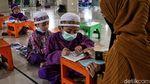 Semangat Anak-anak Pesisir Jakarta Cari Pahala di Bulan Puasa