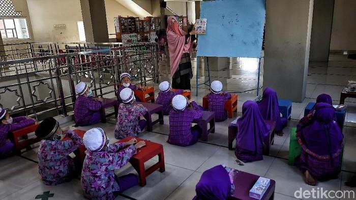 Bulan Ramadhan dimanfaatkan umat Islam untuk mendulang pahala. Seperti halnya anak-anak di Sunter yang isi waktu di bulan puasa dengan belajar-beribadah.