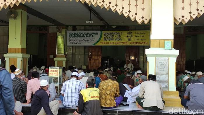 Suasana semaan Al-Quran di Masjid Agung Kauman, Semarang, Selasa (13/4/2021).