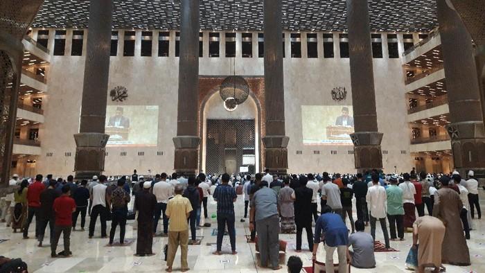 Suasana Tarawih di Masjid Istiqlal