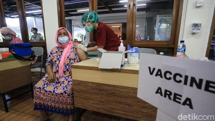 Tak Batalkan Puasa, Vaksinasi COVID-19 Tetap Digelar Saat Ramadhan