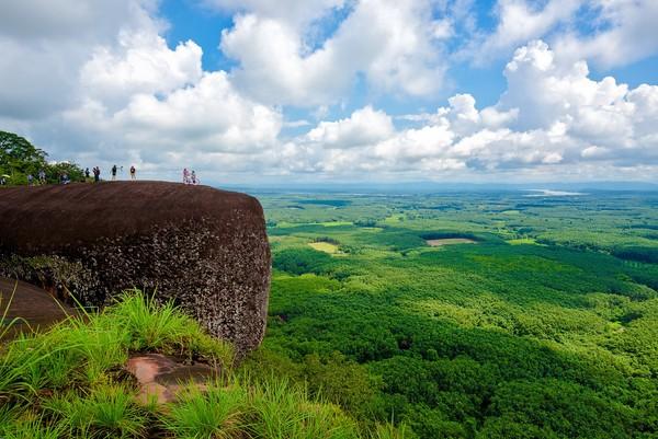 Bebatuan ini berada di wilayah Bueng Kan, di timur laut Thailad. Batu purba ini menjadi salah satu tujuan wisata populer di sana.