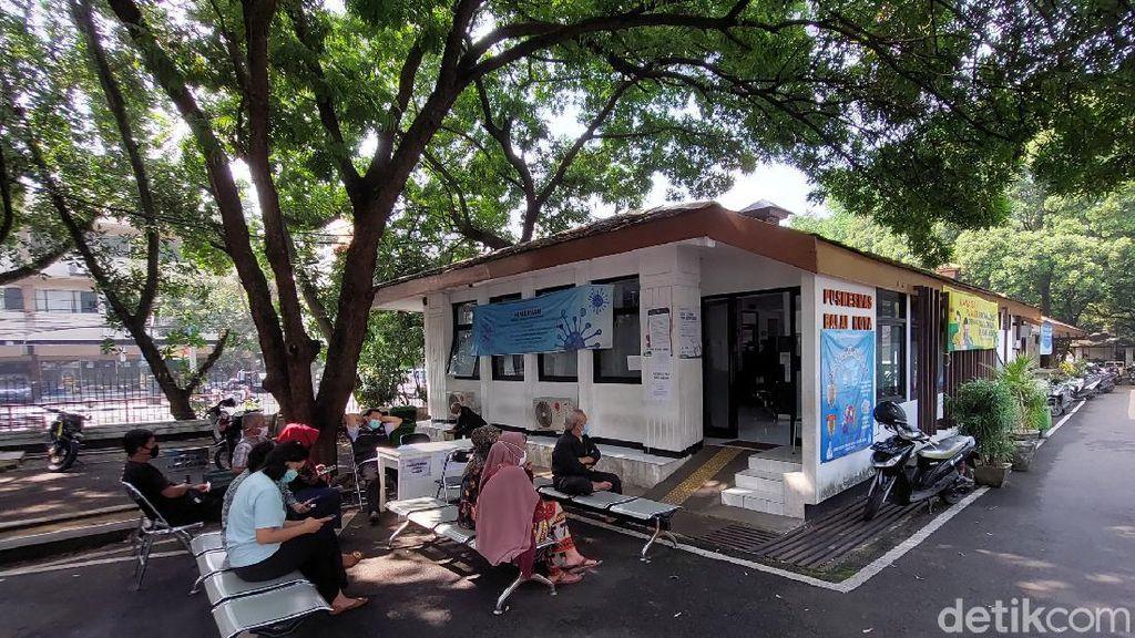Warga Bandung Antusias Vaksinasi Corona di Hari Pertama Puasa