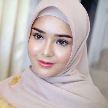 Foto Amanda Gabriella Manopo memakai hijab.