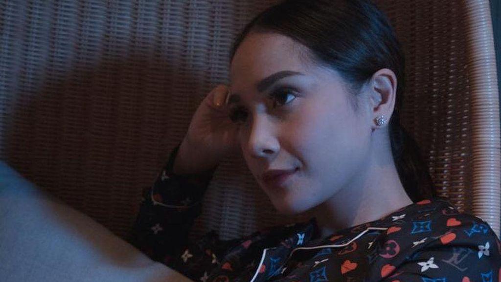 Viral Momen Nagita Slavina Bagi-bagi Hampers, Isi Ponsel Hingga Uang