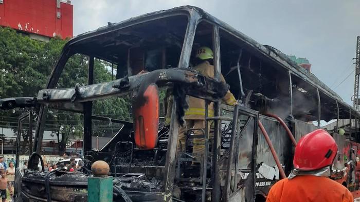 Bus terbakar di Pasar Pagi, Mangga Dua, Jakarta Utara