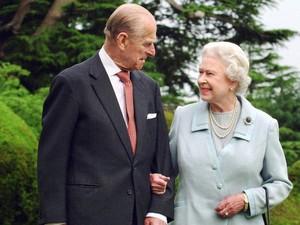 Ratu Elizabeth Rilis Foto Favoritnya Bersama Pangeran Philip