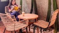 Disebut Mirip Adul, Ini Momen Kiky Saputri Saat Ngemil dan Ngopi di Kafe
