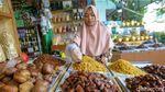 Kurma Pasar Tanah Abang Makin Laris Manis