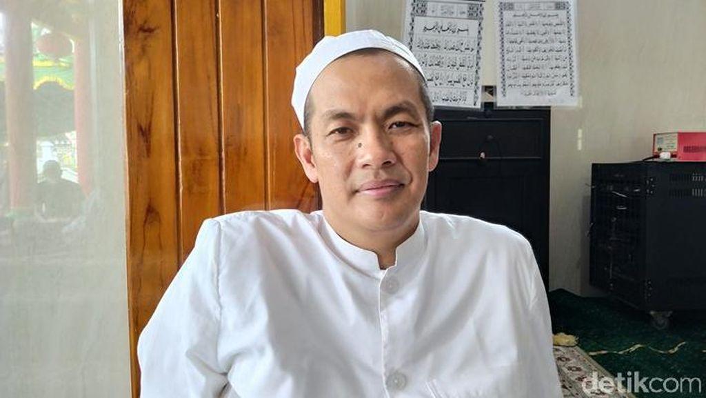 Lebih Dekat dengan Ustaz Mualaf di Masjid Mirip Kelenteng