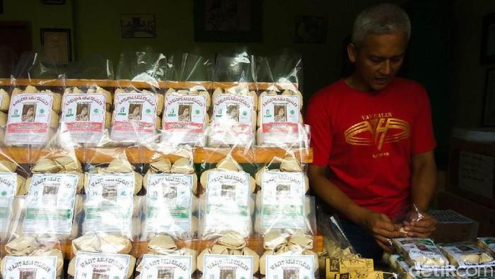 Wajit Cililin jadi salah satu panganan yang paling sohor dari Jawa Barat. Wajit yang berasal dari daerah Cililin, di Kabupaten Bandung Barat, merupakan makanan untuk kaum menak saat zaman penjajahan Belanda dulu.