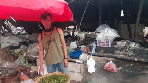Pedagang Pasar Kambing, Tanah Abang, Aris yang lapaknya terbakar.